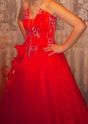 Продам пышное красное платье